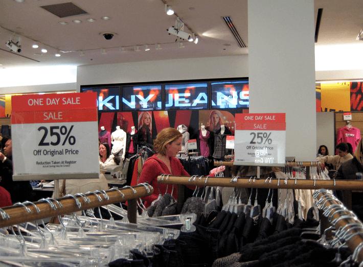 7 Sale Shopping Tips for Women